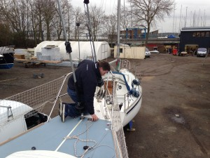 Jonny, Evolution Rigging SYH, finishing the installation of the furling gear on the inner forestay ..