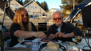 Irene brought fresh prawns & strawberries. Me & Geir tuck in ...