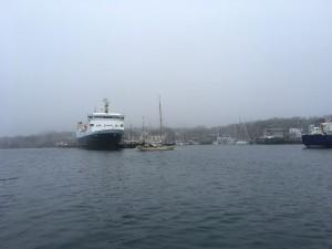 'Endeavor' entering harbour ...